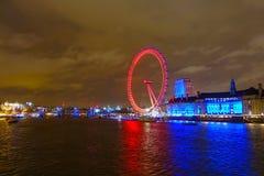 伦敦地平线和Thame河 免版税库存照片