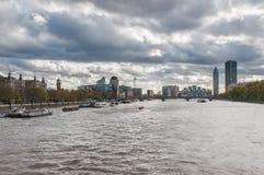 伦敦地平线在一多云天 库存图片