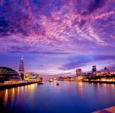 伦敦地平线日落香港大会堂和财政 免版税库存照片