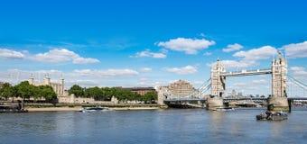 伦敦地标、塔桥梁和伦敦塔 图库摄影
