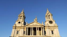 伦敦地标: 圣保罗的大教堂pano 免版税图库摄影