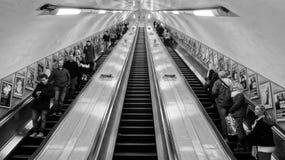 伦敦地铁自动扶梯 免版税库存图片
