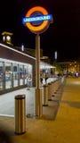 伦敦地铁驻地在晚上 图库摄影