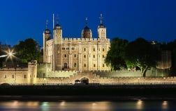 伦敦塔在晚上,英国 免版税库存图片