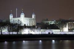 伦敦塔在晚上 免版税库存照片