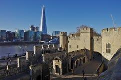 从伦敦塔墙壁看的碎片skyscraperover 免版税库存照片
