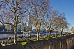 从伦敦塔墙壁看的碎片skyscraperover 免版税库存图片
