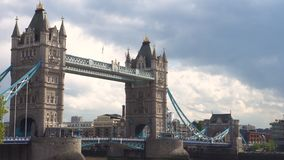 伦敦塔桥平底锅射击在伦敦,英国 股票录像