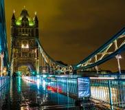 伦敦塔桥梁,英国在夜之前 免版税库存图片