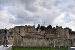 伦敦塔由游人拍摄了 库存照片