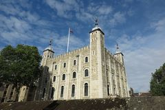 伦敦塔,在蓝天下的白色塔 库存照片
