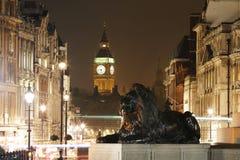 伦敦夜视图,包括大本钟 免版税库存照片