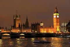 伦敦大本钟在晚上 库存图片