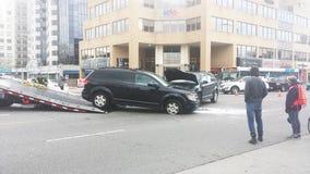 伦敦安大略,加拿大- 2016年5月03日:两被毁坏的车acc 库存图片