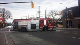 伦敦安大略,加拿大- 2016年5月03日:消防车在中部 库存图片