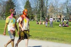 伦敦安大略,加拿大- 4月16 :两未认出的年轻colorf 图库摄影
