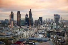 伦敦市、企业和银行业务唱腔 太阳集合的伦敦的全景 免版税图库摄影