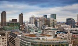 伦敦市、企业和银行业务唱腔 太阳集合的伦敦的全景 图库摄影