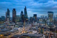 伦敦市、企业和银行业务唱腔 太阳集合的伦敦的全景 免版税库存图片