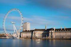 伦敦市和伦敦眼 库存照片