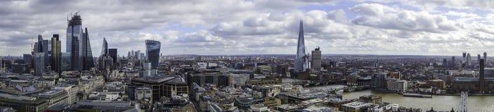 伦敦市和南银行全景从st pauls大教堂上面  免版税库存照片