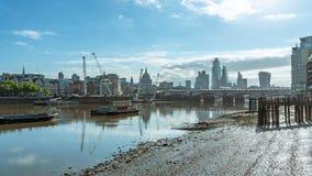 伦敦市和泰晤士 免版税库存照片