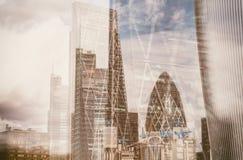 伦敦市地平线在一个美好的晴天,英国 图库摄影