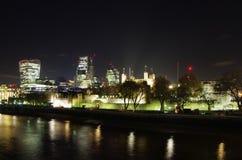 伦敦市地平线在夜之前 免版税图库摄影