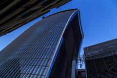 伦敦市的摩天大楼在晚上 免版税库存照片