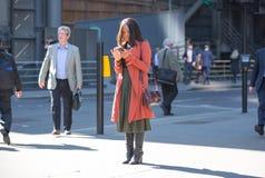 伦敦市,在街道上的走的商人 英国 免版税库存图片
