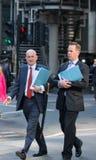 伦敦市,在街道上的走的商人 英国 免版税图库摄影