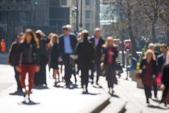 伦敦市,走的商人迷离在伦敦市 繁忙的现代生活概念 免版税库存图片