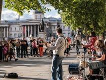伦敦摇滚乐队为旁观者使用在国家肖像馆, Lond附近 免版税库存照片