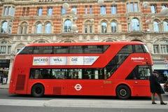 伦敦旅游公共汽车在市中心, Piccadily马戏 免版税图库摄影