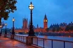 伦敦日落地平线Bigben和泰晤士 免版税库存照片