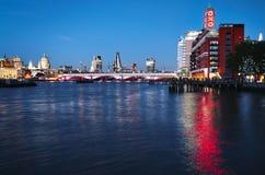 伦敦晚上都市风景 免版税库存图片