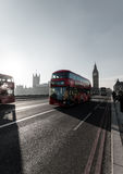 伦敦桥和大本钟在背景中 图库摄影