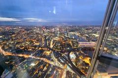 伦敦桥梁在晚上,伦敦LOAerial视图  库存照片