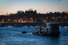 伦敦河船 免版税库存照片
