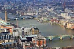 伦敦泰晤士河全景  免版税库存图片