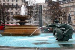 伦敦特拉法加广场喷泉 免版税库存图片