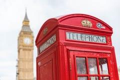 伦敦电话亭和大笨钟 免版税库存图片