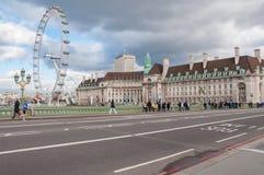 伦敦眼、县政厅和威斯敏斯特桥梁 免版税库存照片