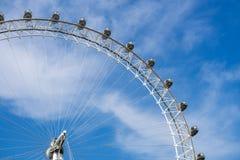 伦敦眼和天空蔚蓝,英国,2018年5月21日, 库存图片