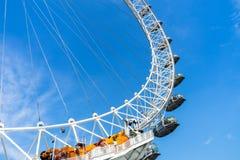 伦敦眼和天空蔚蓝,英国,2018年5月21日, 免版税库存照片