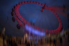 伦敦眼在夜照亮了 伦敦 免版税库存照片