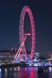 伦敦眼在晚上-从金黄周年纪念桥梁的看法-伦敦英国英国 库存图片
