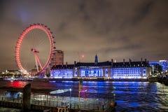 伦敦眼弗累斯大转轮被阐明的城市夜 免版税库存图片