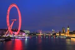 伦敦眼是最高的弗累斯大转轮欧洲、大本钟和国家霍尔 库存照片