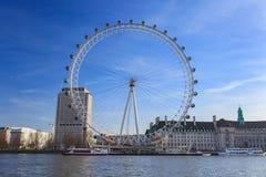 伦敦眼是最高的弗累斯大转轮欧洲在135米和国家霍尔在伦敦 库存照片